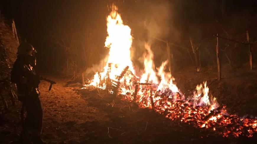 Brandeinsatz an den Bahngleisen – Video