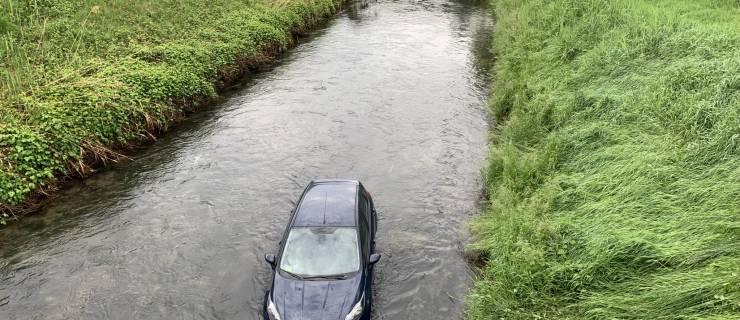 Auto im Graben